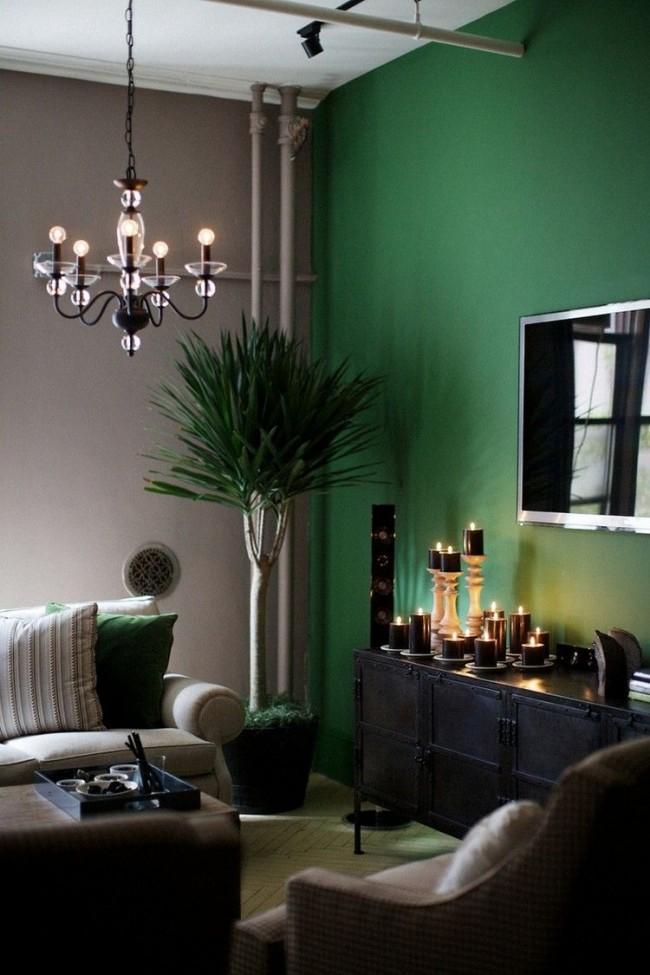 Le vert associé au gris pastel est magnifique et riche, idéal pour un salon