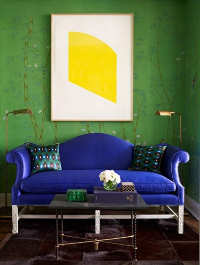 Canapé bleu combiné avec des murs verts