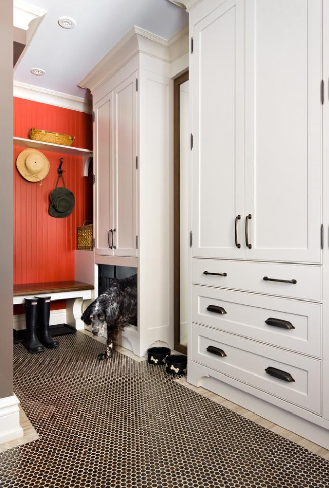 Choisir les bonnes armoires d'angle dans le couloir résoudra définitivement le problème du manque d'espace pour ranger les choses.