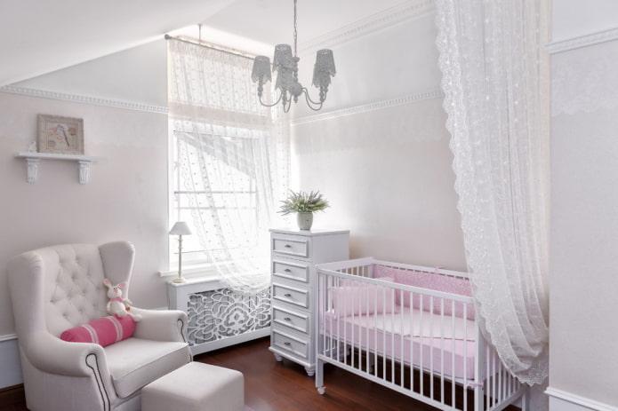 décoration et textiles à l'intérieur de la crèche pour l'enfant