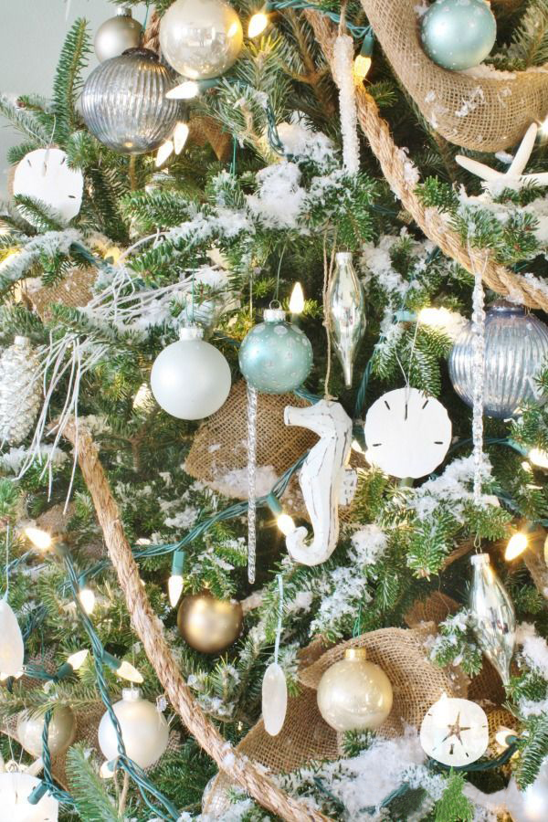 La guirlande lumineuse est un point culminant sur n'importe quel arbre de Noël