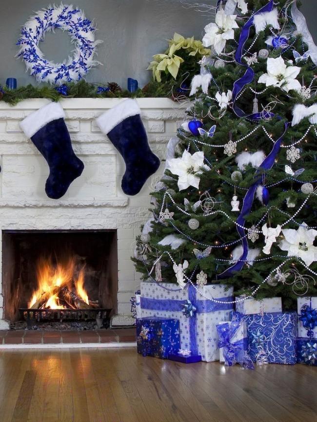 Le ruban décoratif ajoutera la touche finale au sapin de Noël.