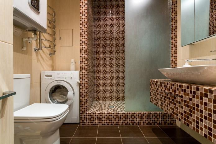 Salle de douche carrelée