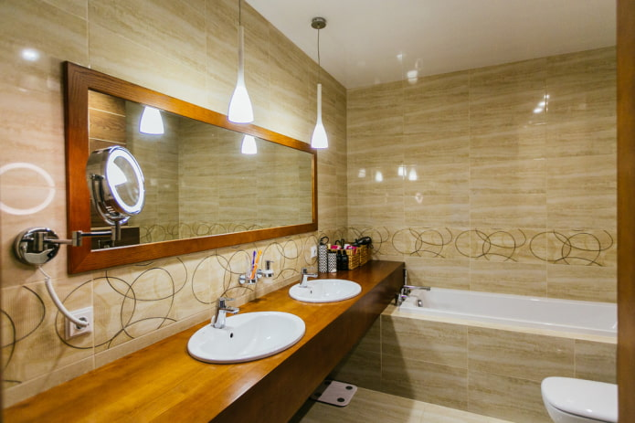 carrelage beige à l'intérieur de la salle de bain
