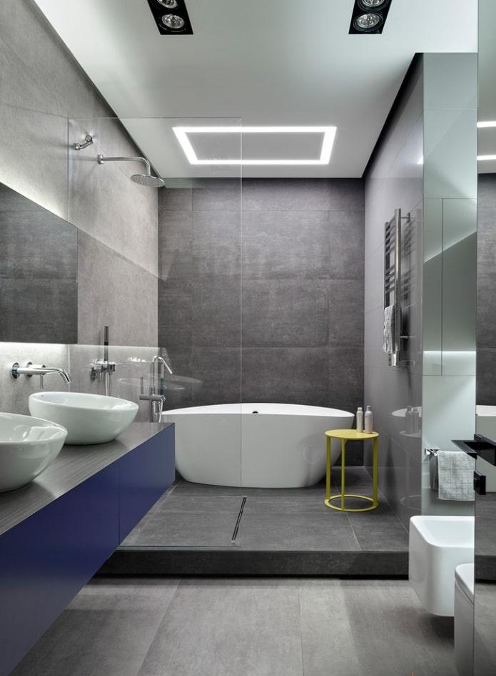 carreaux gris à l'intérieur de la salle de bain