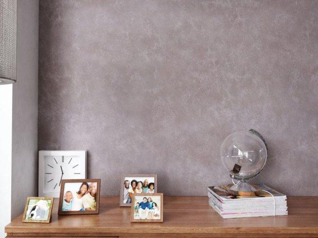 Peinture texturée grise dans un intérieur moderne