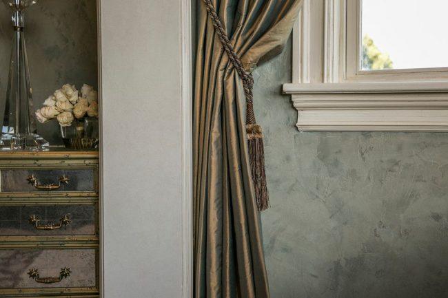 La peinture texturée a fière allure dans un intérieur classique