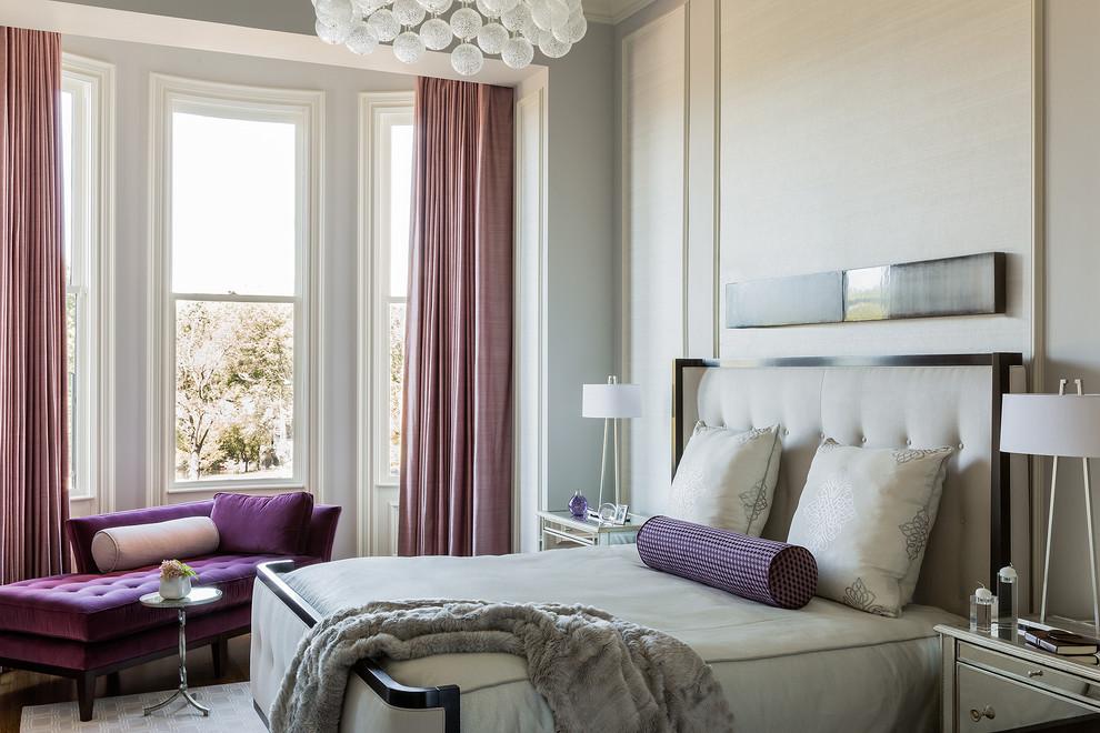 Belle chambre conçue dans un style classique moderne