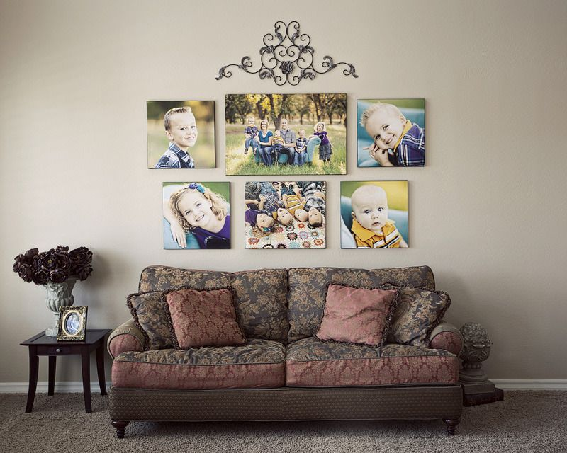 Des images placées symétriquement sur le mur