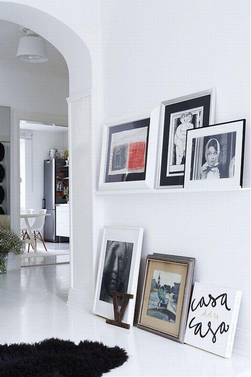 Les images encadrées n'ont pas besoin d'être accrochées au mur - elles peuvent être placées sur le sol