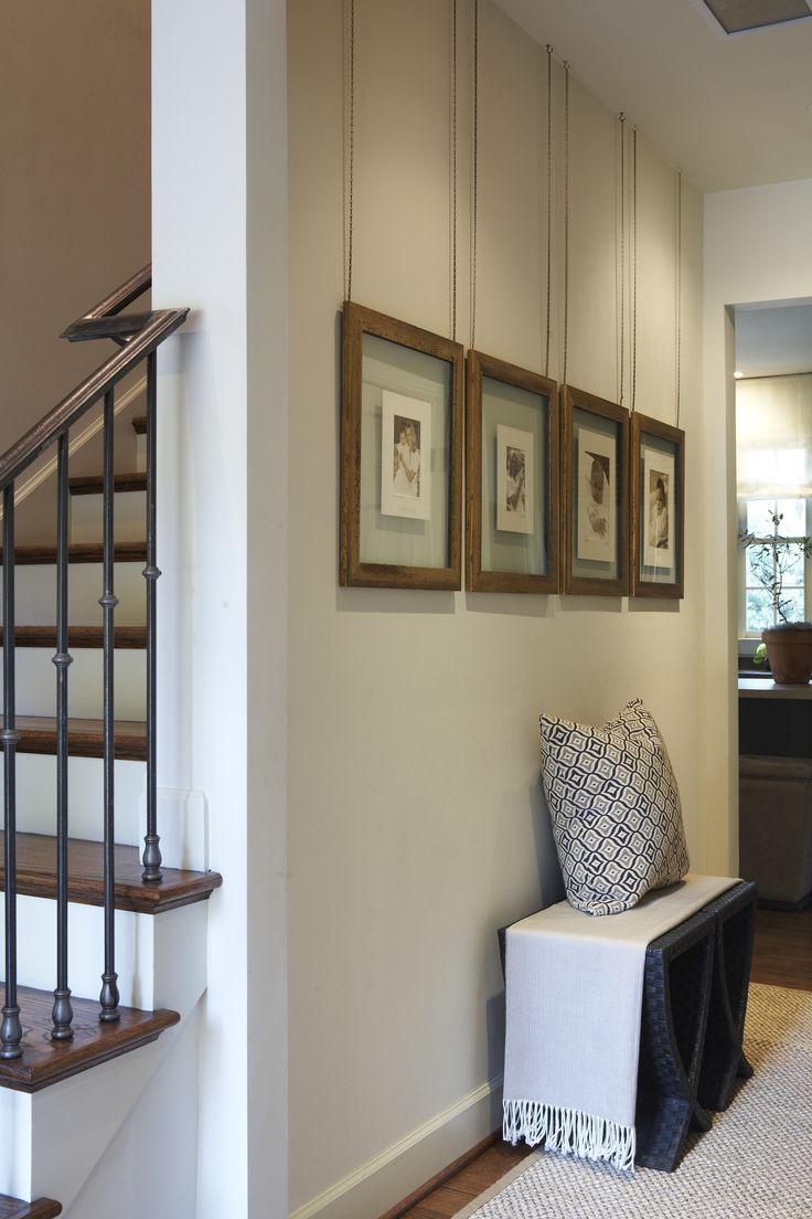 Les cadres photo sont suspendus au plafond - beaux et inhabituels