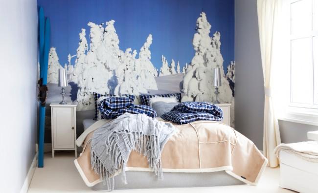 Les tons bleus du ciel d'hiver dans la chambre vous prépareront à des vacances reposantes.