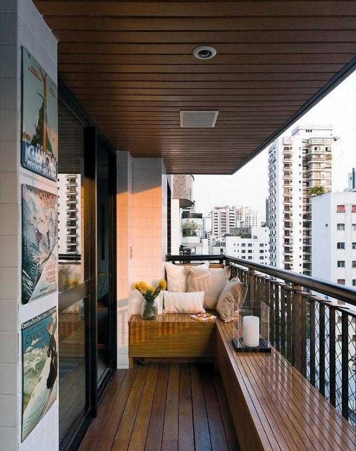finition du plafond à l'intérieur du balcon