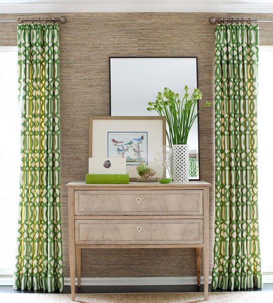Les rideaux à l'intérieur peuvent être utilisés comme point lumineux ou vous pouvez les choisir pour qu'ils se fondent dans le décor de la pièce.