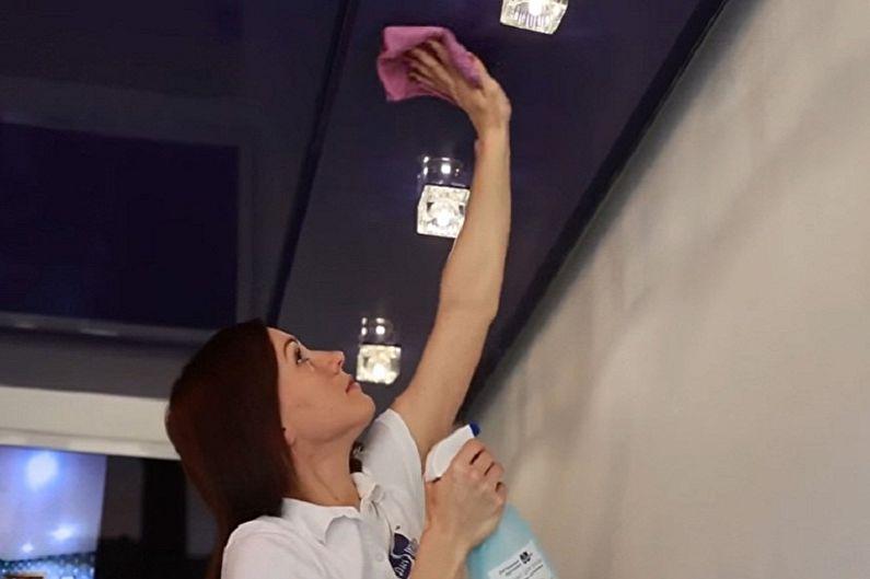 Comment laver un plafond tendu sans traces à la maison - Laver un plafond tendu brillant