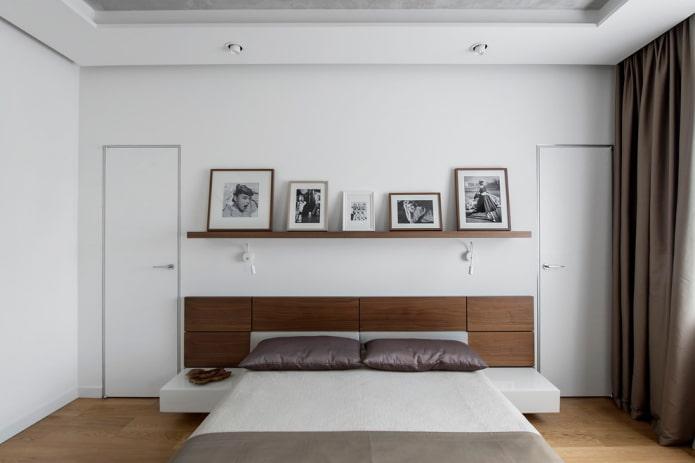 photos au-dessus du lit à l'intérieur