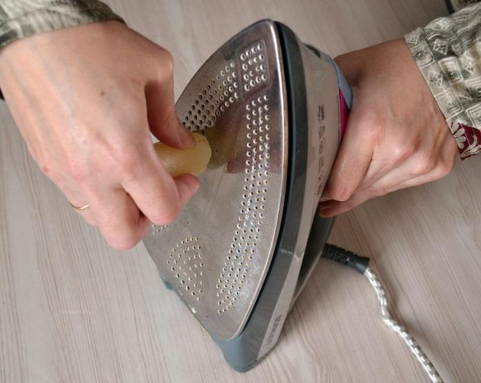 nettoyer le fer avec du savon
