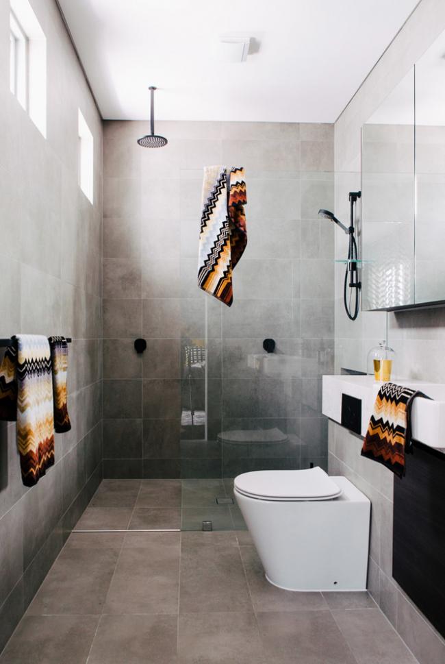 Petite cloison vitrée pour séparer l'espace douche