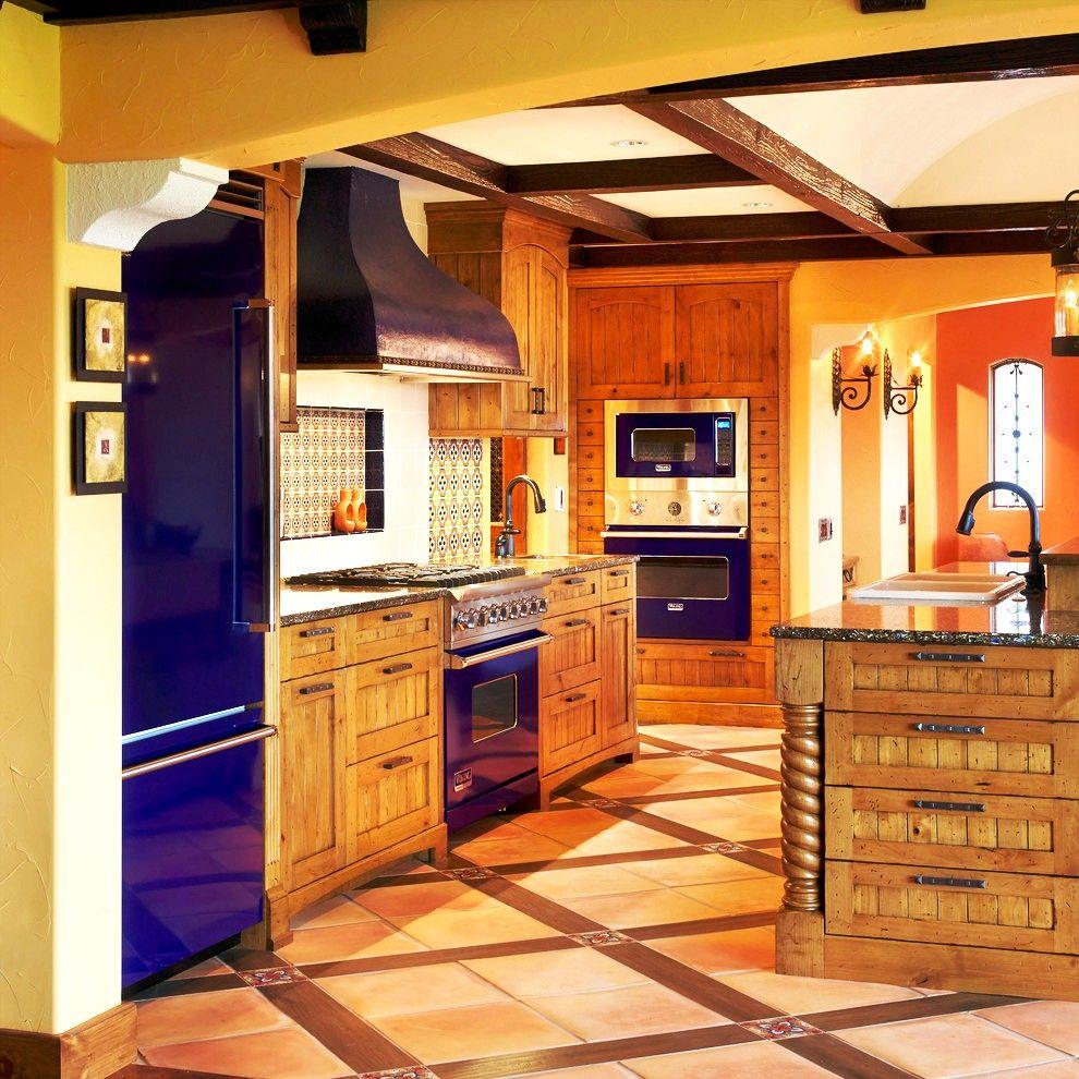 La cuisine intégrée n'est pas seulement élégante, mais aussi rationnelle : démontrant votre goût intérieur, vous pouvez ranger plus de choses dans des tiroirs et utiliser plus de mètres carrés pour la libre circulation