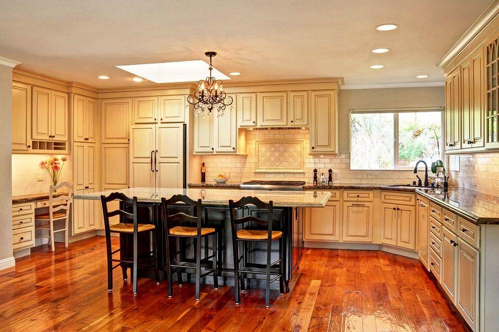 L'avantage d'une telle cuisine intégrée est l'espace maximum pour des repas émouvants avec la famille et les amis.