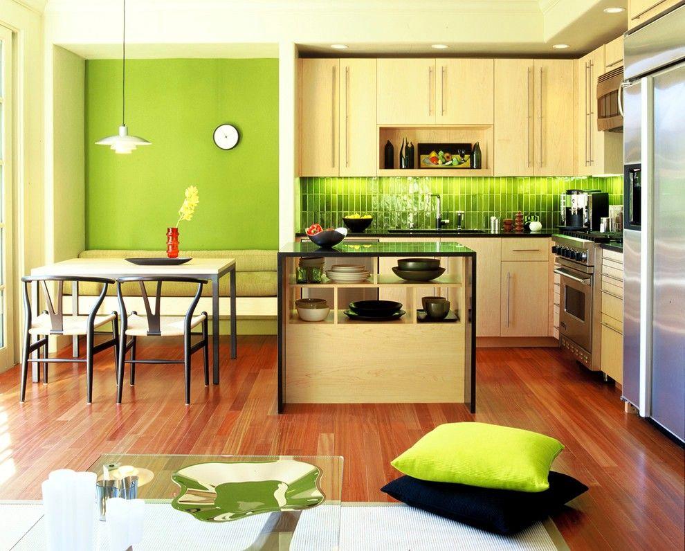 La cuisine intégrée aux tons verts vous chargera de vivacité et de gaieté pour toute la journée