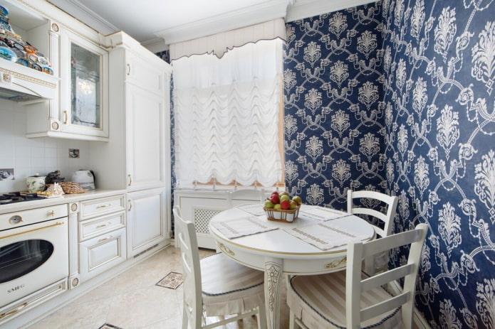 revêtement mural à l'intérieur d'une cuisine classique