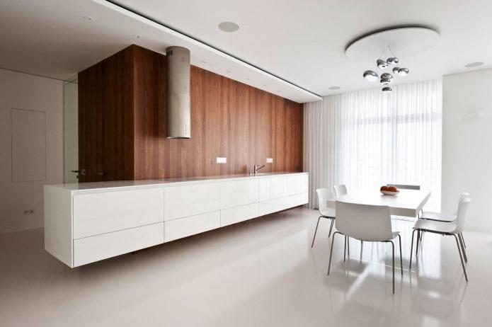 Mur en bois sur fond de cuisine blanc