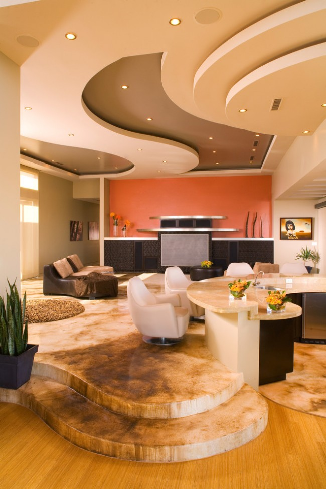 Avec de tels plafonds, vous pouvez mettre en œuvre n'importe quelle idée de conception.