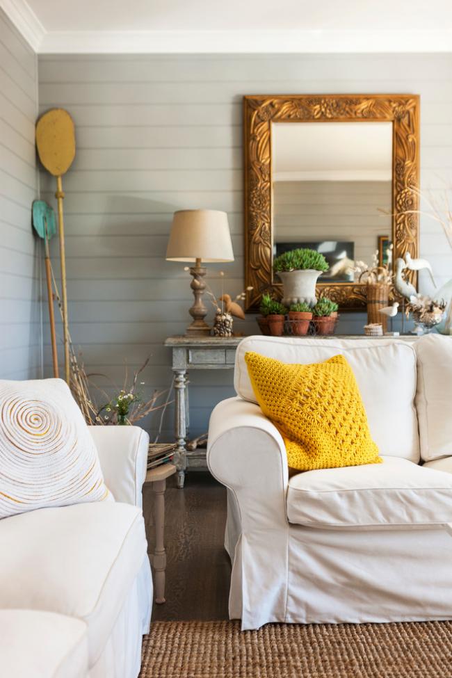 Élément de décoration élégant - housse en tricot jaune pour un oreiller décoratif dans des intérieurs aux couleurs pastel