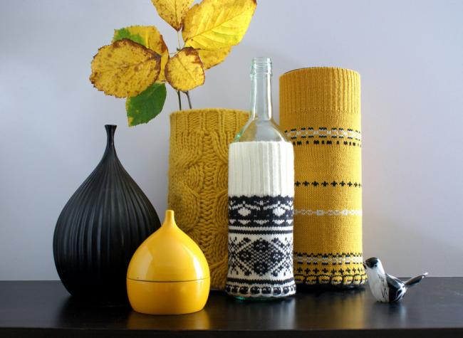 Vases en étuis tricotés