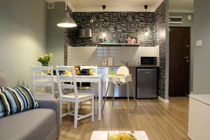 intérieur de cuisine-studio avec garniture décorative