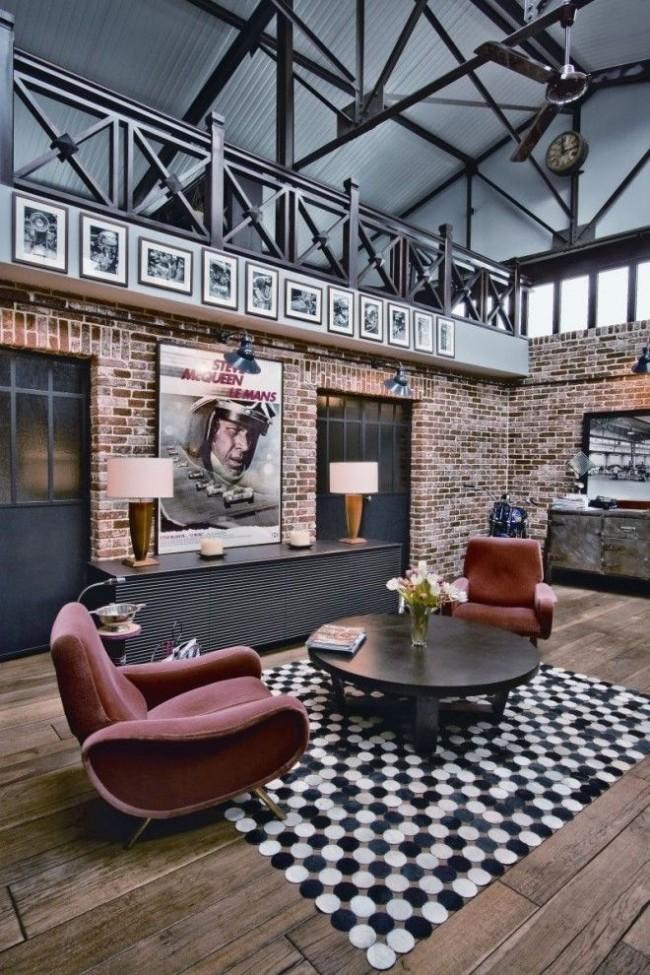 Style loft à l'intérieur du salon