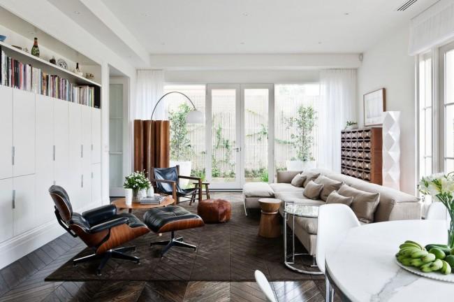 La couleur blanche à l'intérieur du salon élargira l'espace