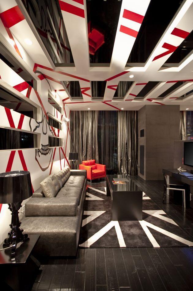 Combinaison contrastée de rouge, blanc et noir dans un intérieur high-tech