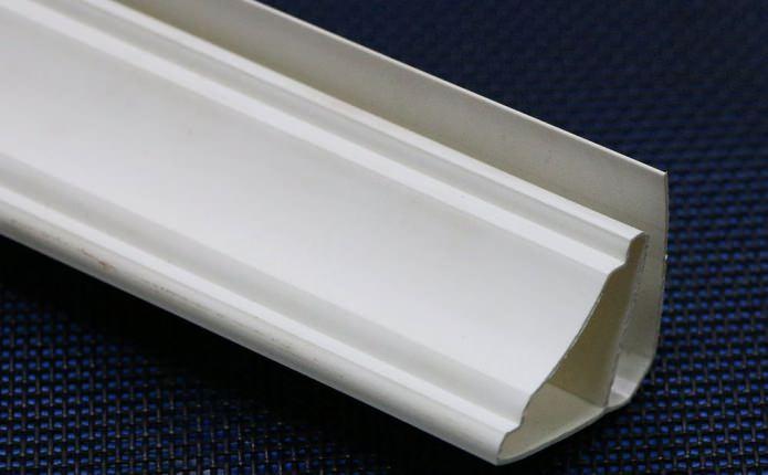 Plinthe de plafond en PVC