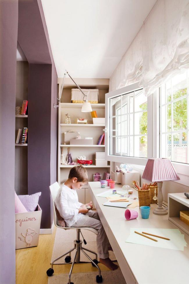 La combinaison d'un balcon avec une chambre d'enfants contribuera à ajouter des mètres carrés supplémentaires à la superficie totale.