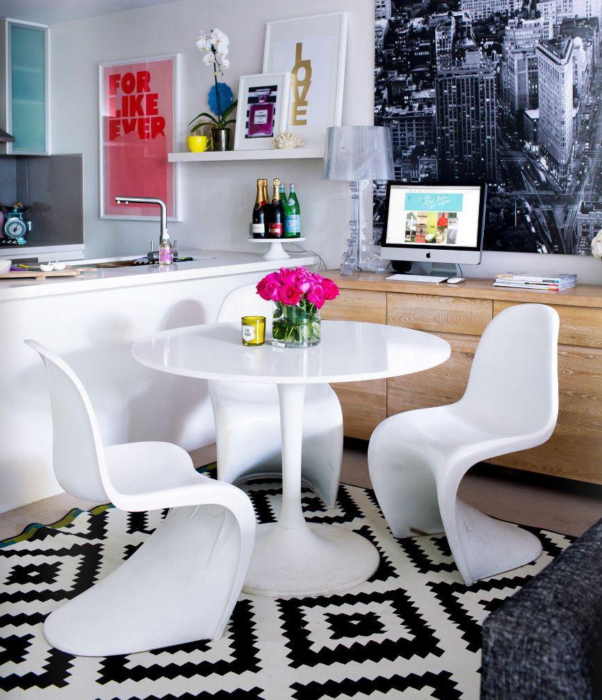 La seule façon d'agrandir la petite cuisine est de la combiner avec le salon.
