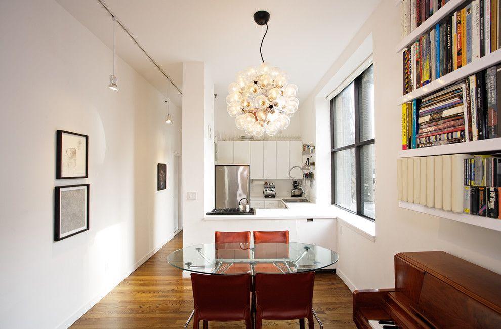 La cuisine-salle à manger est agrandie grâce à l'ajout d'un couloir
