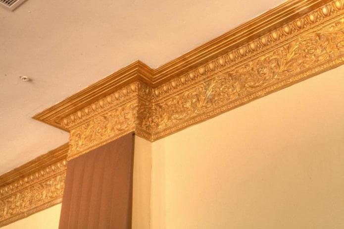filet de plafond doré
