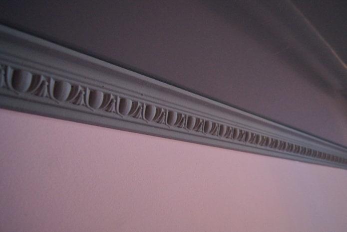 filet de plafond gris