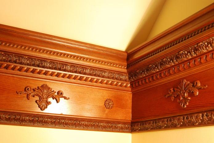 congé de plafond avec motifs