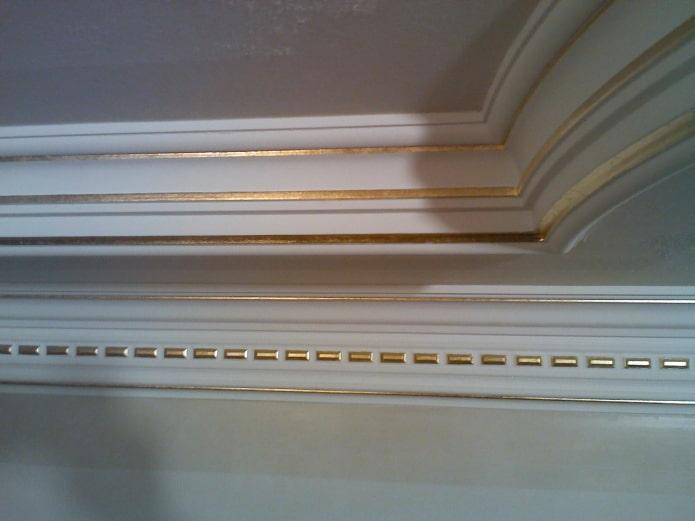 congé de plafond avec inserts