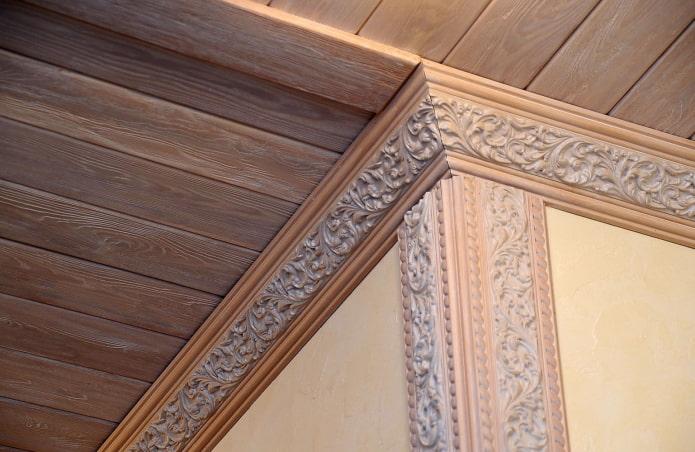 filets de bois avec plafond de doublure