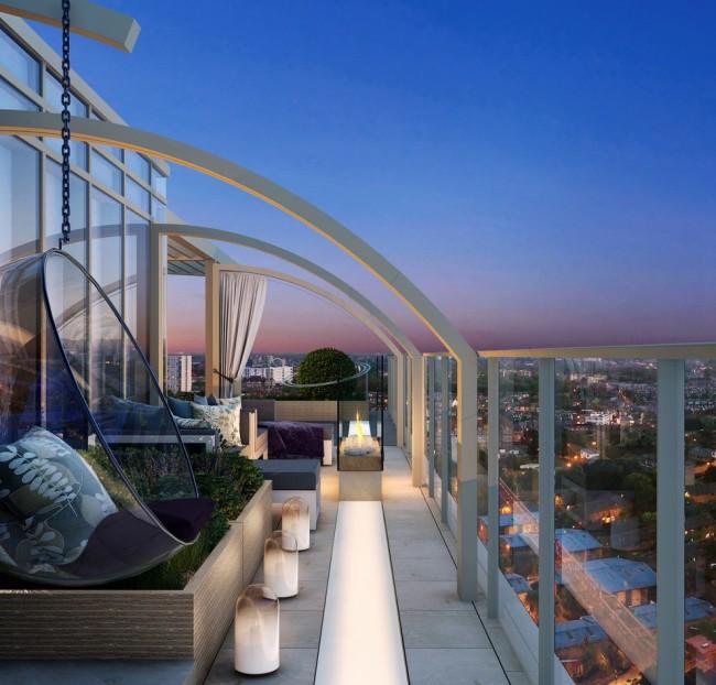 Balcon ouvert d'un immeuble de grande hauteur avec une vue magnifique sur la ville nocturne