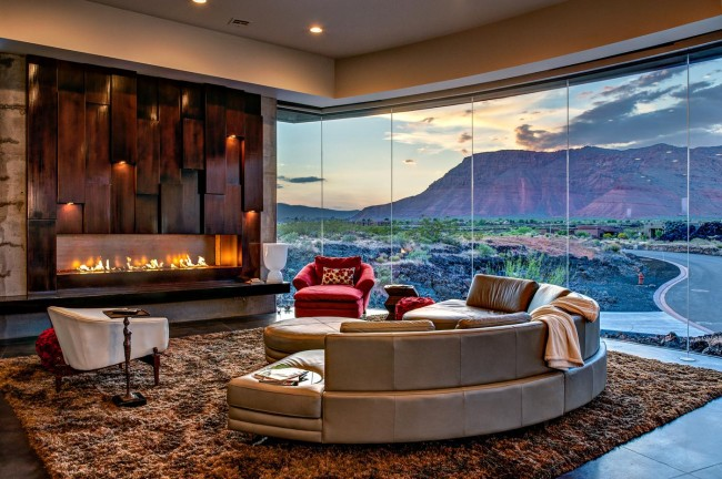 Loggia-salon avec baies vitrées