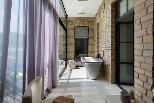 La salle de bain sur la loggia est une décision très audacieuse