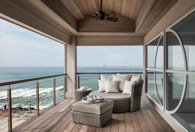 Pour les balcons ouverts, il est préférable d'utiliser des meubles en osier.