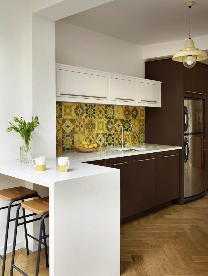 Carreaux patchwork sur le tablier de cuisine