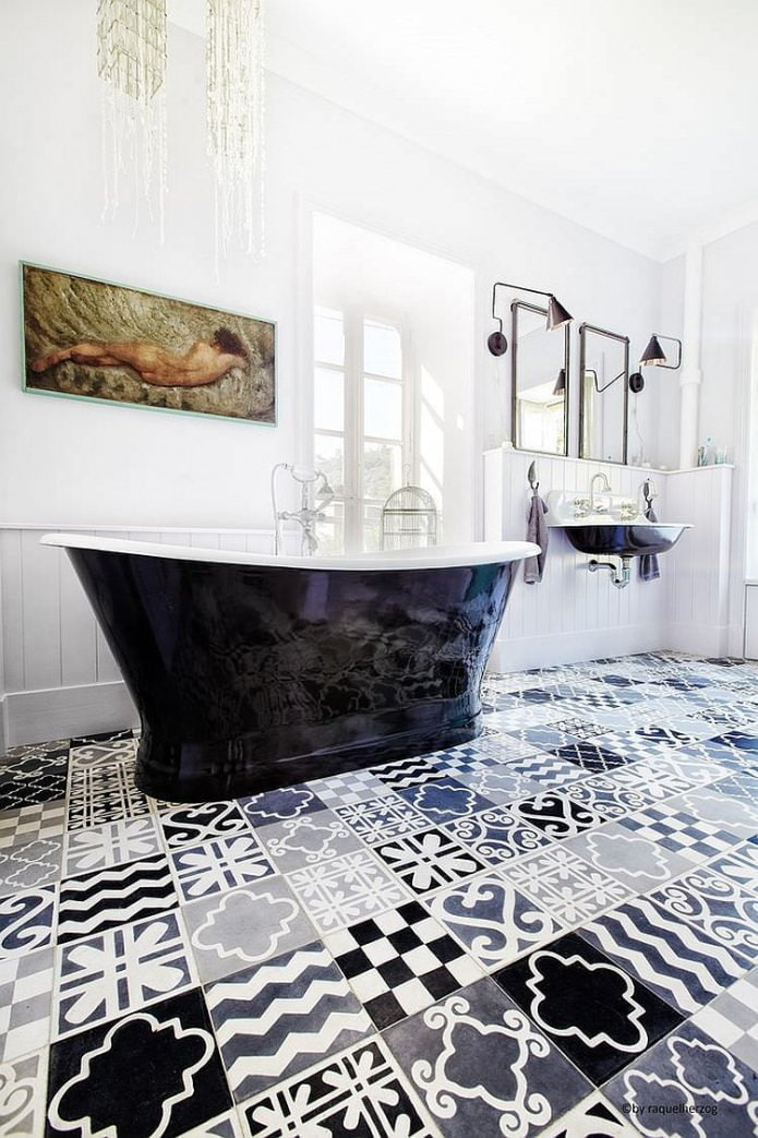 Carrelage patchwork dans la salle de bain