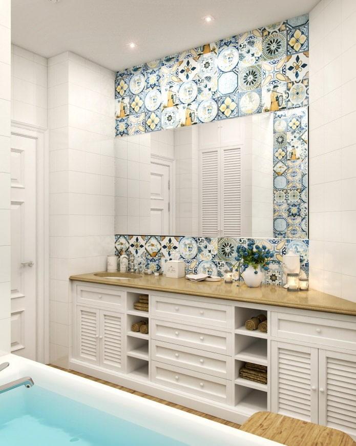 carreaux de patchwork dans la salle de bain